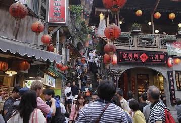 日本語ガイドで安心!幻想的な午後の十分天燈上げ&夕刻の九分シャトルツアー!お土産店立ち寄りなしで効率よく回る♪