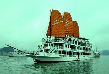 フォトジェニックな木造帆船で世界遺産ハロン湾を巡る!ビクトリースター号ハロン湾1泊2日ツアー