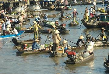 一日:大河メコンカイベ水上マーケットクルーズ 昼食:ベトナム料理