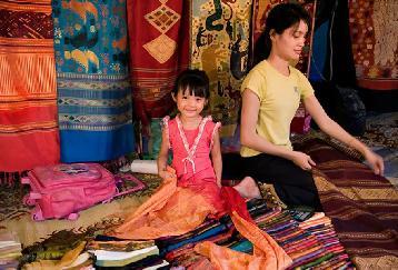 【VTEF01】一日:ビエンチャン市内観光とブッダパークと織物村(昼食付)