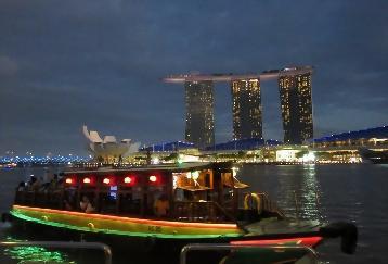[19S1]1日満喫!充実のシンガポール観光&トライショー&夜景ツアー