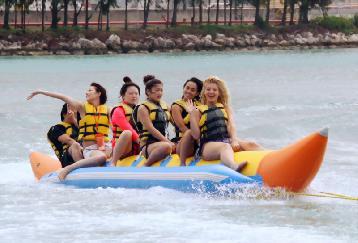 パラセーリング+バナナボート+ジェットスキー& ファイファイビーチツアー<ランチ・送迎付>