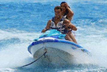 ウミガメ&イルカウォッチング+ボートシュノーケリングツアー &ジェットスキー+パラセーリング+バナナボート<送迎付/ランチ付き>